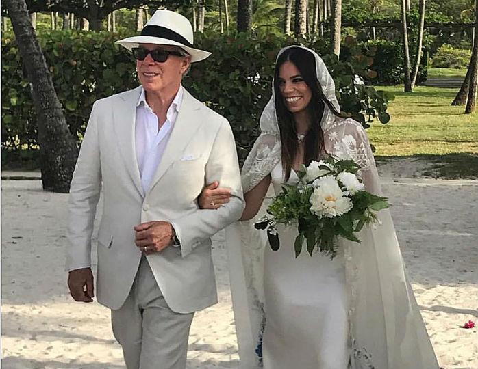 Дочь дизайнера Томми Хилфигера вышла замуж в платье, созданном для нее отцом
